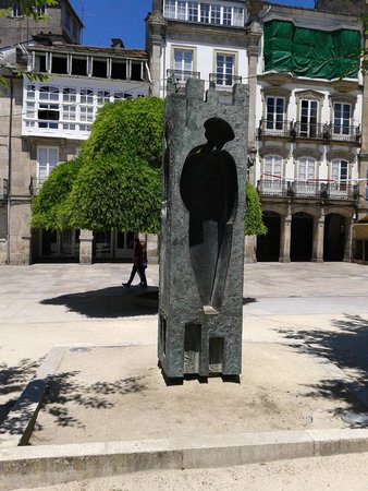 Las murallas romanas de Lugo: arte en las plazas