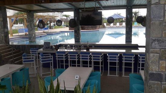 Mykonos Hotel & Convention Center : Pool bar