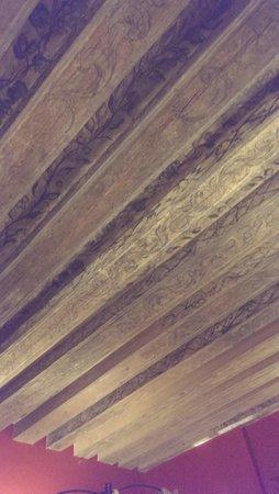 Merchant's House Hotel: старинный деревянный потолок