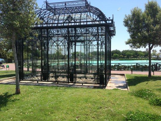 Parque La Batería: The Lake