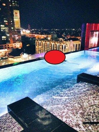 Mode Sathorn Hotel : Piscine de nuit