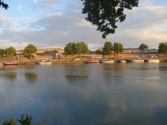 Le Mas de l'ile : From the local restaurant - a view of Avignon