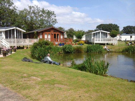 Weeley Bridge Holiday Park - Park Resorts: the lake