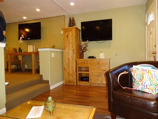 Americana Village : TV area of the sitting room
