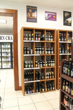 Candlewyck: Over 1200 different beers to takeout
