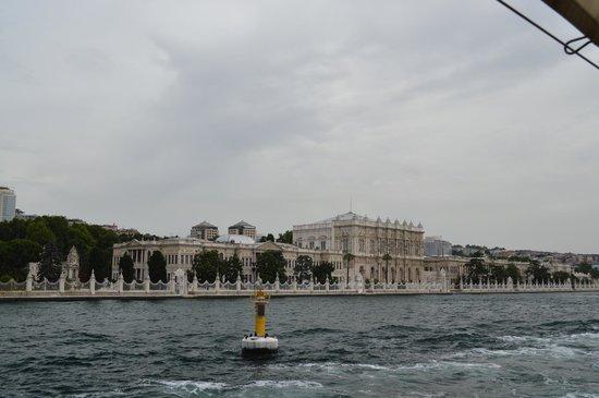 Palacio de Dolmabahçe: Vue du palais depuis le Bosphore