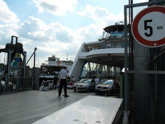 Uferpromenade Friedrichshafen: Autofähre nach Romanshorn