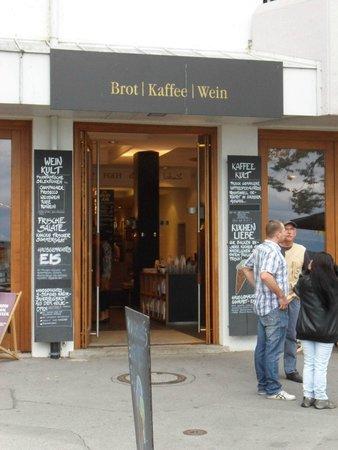 Uferpromenade Friedrichshafen: Ein In-Lokal : BROT KAFFEE und WEIN