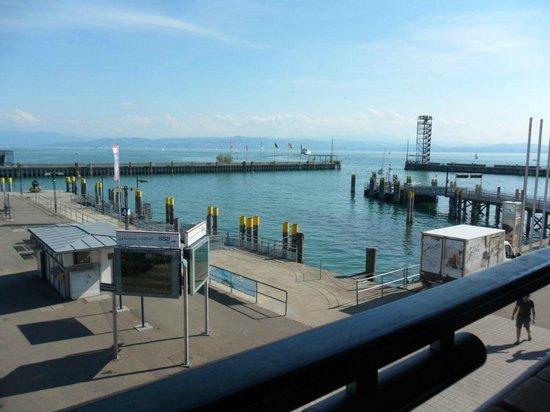 Uferpromenade Friedrichshafen: Blick vom Balkon des Restaurants Zeppelinmuseum