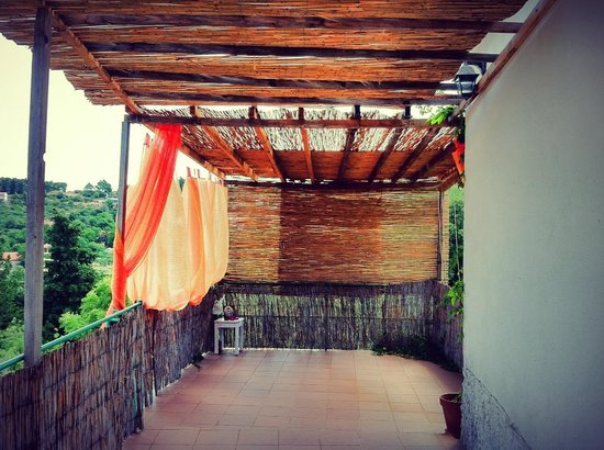 Suncokret Body and Soul Retreat: Yoga terrace