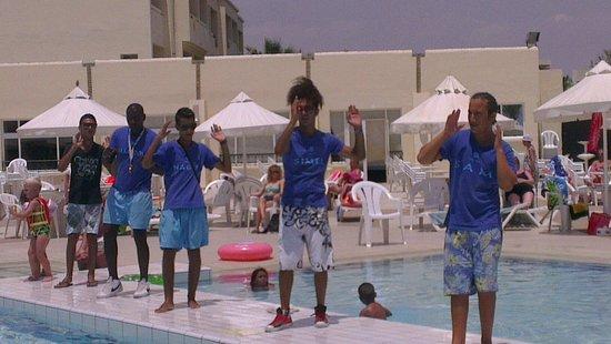 Omar Khayam Club : Club dance around the pool