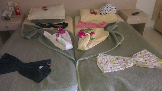 Omar Khayam Club: Our room after maids been in