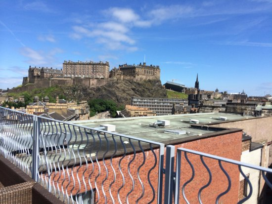 DoubleTree by Hilton Hotel Edinburgh City Centre: View from 5th floor terrace