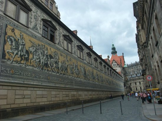 Fürstenzug: A wall of historical porcelain