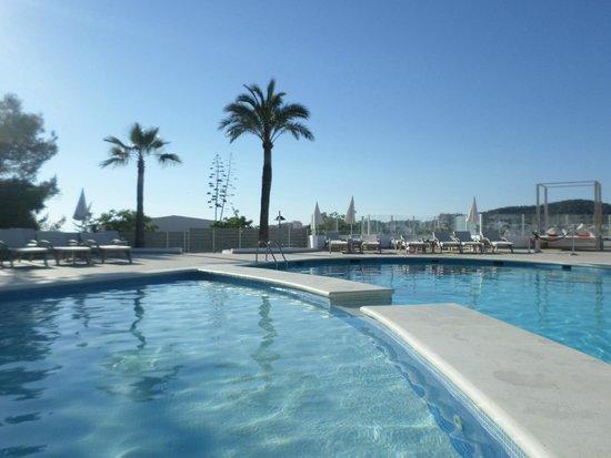 THB Ocean Beach: poolside
