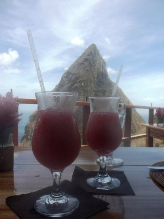 Ladera Resort: Drinks with Grande Piton!