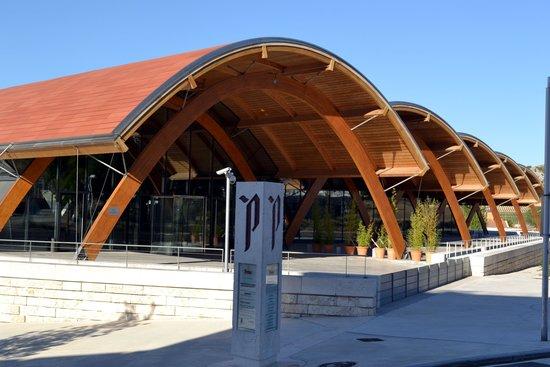 Bodegas Protos : Fachada do novo prédio da Bodega Protos