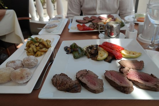 Martini Restaurant: Chateaubriand - The king of steaks