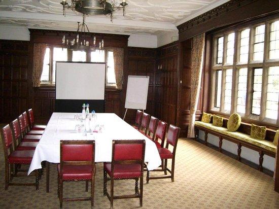 Fanhams Hall Hotel : the oak suite