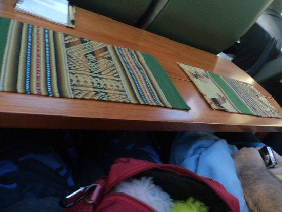 PeruRail - Vistadome: Mesa posta para o lanche