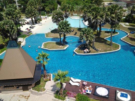 Naithonburi Beach Resort: територия отеля