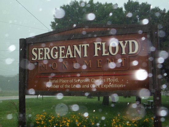 Sergeant Floyd Monument: well marked by this sign, told you it was really raining