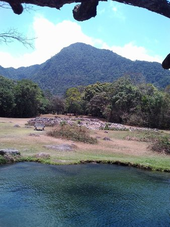 El Nispero Zoo and Botanical Garden : Valle de Antón Zoológico
