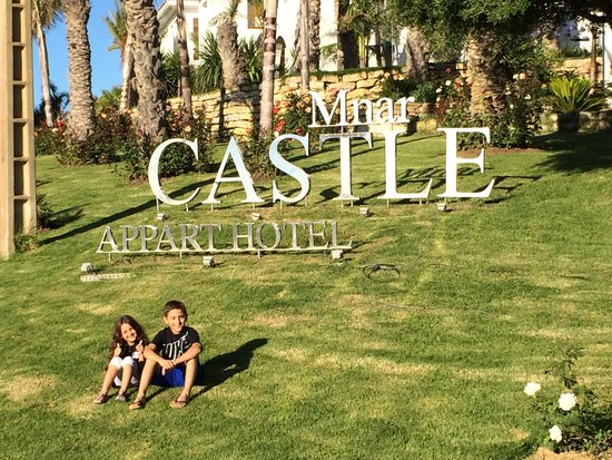 Mnar Castle Hotel Apartments: Entrance