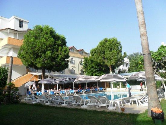 Konar And Doruk : Большой бассейн и ресторан