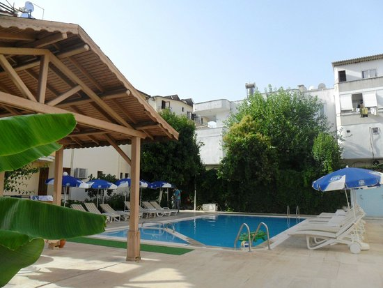 Konar And Doruk : Маленький бассейн