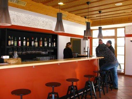 Aurora: Restaurant mit Bar
