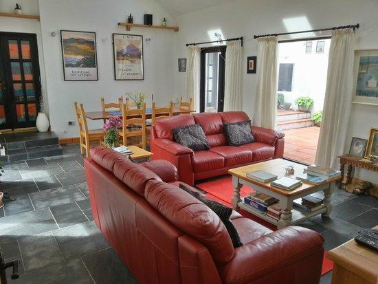 Anseo B&B : Breakfast and living room