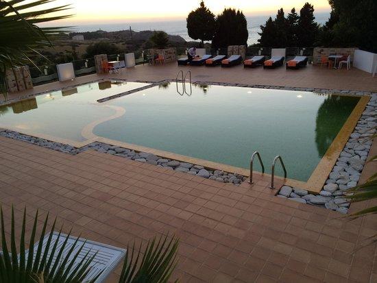 Mnar Castle Hotel Apartments: Pool area