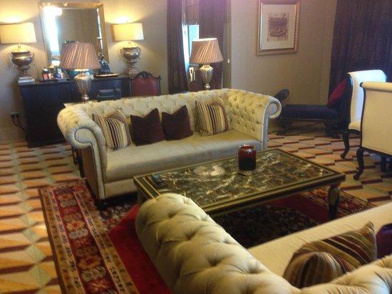 Movenpick Ibn Battuta Gate Hotel Dubai: Inside the suite