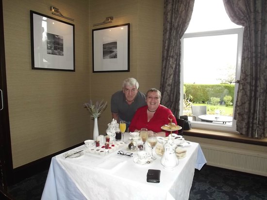 Rosslea Hall Country House Hotel: Try out the Champagne Afternoon Tea