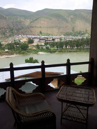 Punatsangchhu Cottages: river view from the room
