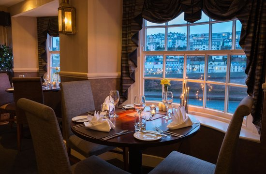 Quayside Restaurant: Overlooking Brixham Harbour