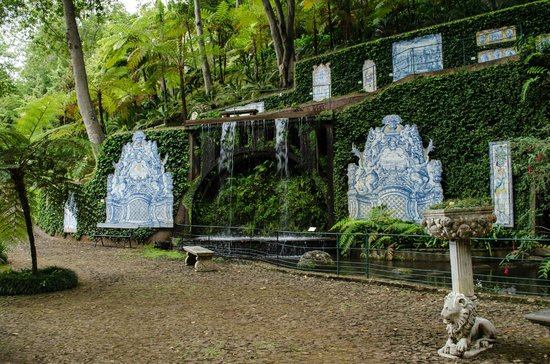 Monte Palace Tropical Garden: Waterfalls and tiles in the gardens