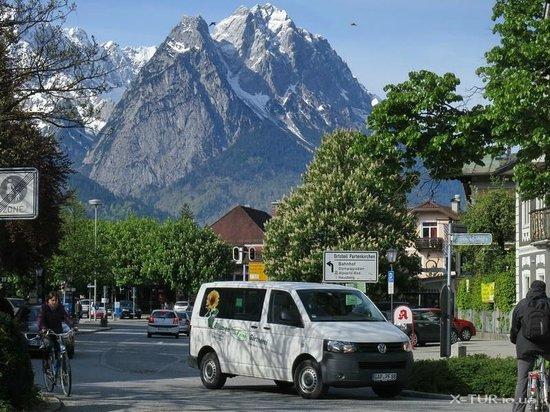 Zugspitze : Вид на массив Цугшпитце из Гармиш-Партенкирхена