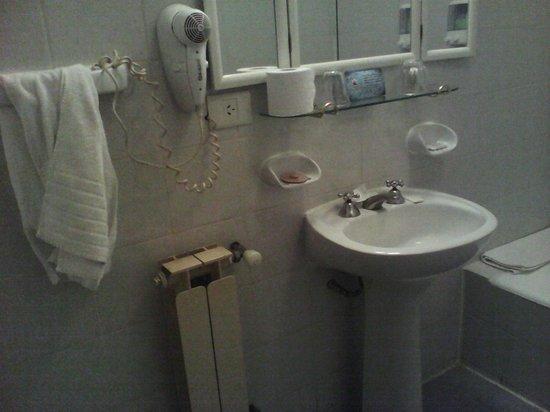 Hotel Cap Polonio: baño completo, amplio