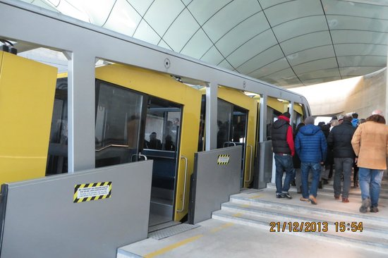 Innsbrucker Nordkettenbahnen : Leaving the funicular at Hungerburg