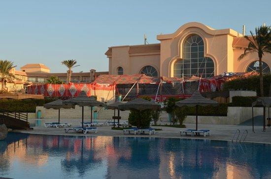 Pyramisa Sahl Hasheesh Resort: Terrasse