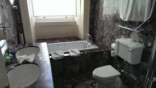 Hotel Meyrick: Bathroom