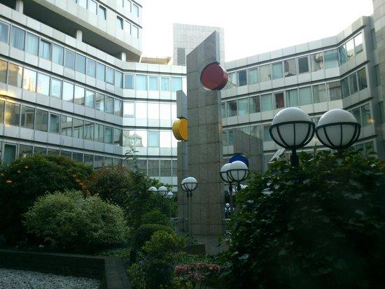 Hotel Nikko Düsseldorf: Innenhof