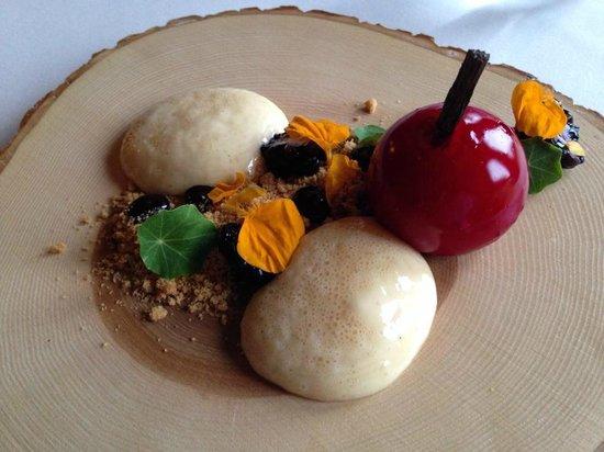 Peckforton Castle: Apple & Blackberry Pie