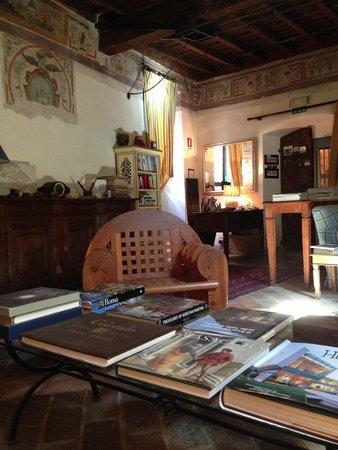 La Torretta Historical Home : La Torretta sitting room