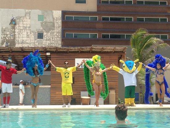 Secrets The Vine Cancún: Entertainment