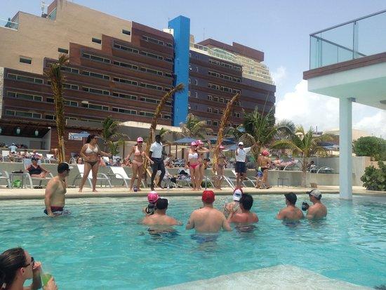 Secrets The Vine Cancún: Danza Kudro