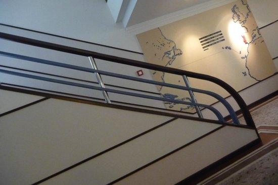 Terra Nostra Garden Hotel : 1930s staircase