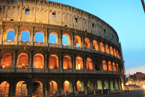 le colis e de l 39 int rieur picture of colosseum rome. Black Bedroom Furniture Sets. Home Design Ideas